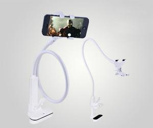 Montaje con soporte para teléfono celular