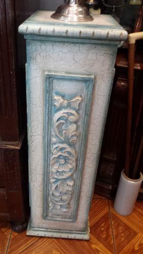 Antiguo Pedestal De Madera Labrada Y Policromada