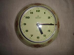 Reloj de Pared de Porcelana Junghans