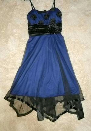 Vestido Azul con Aplicaciones de Flores