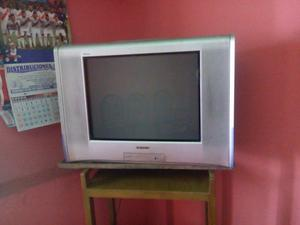 se vende televisor Sony Trinitron Wega 22'