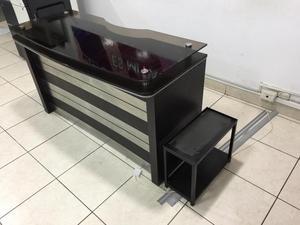 Mueble de madera para PC en excelentes condiciones
