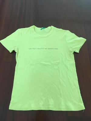 Polo usado de mujer UNITED COLORS OF BENETTON amarillo talla