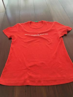 Polo usado de mujer UNITED COLORS OF BENETTON rojo talla M