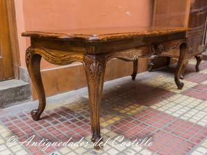 Mesa centro tallada En madera de cedro Estilo Luis XVI