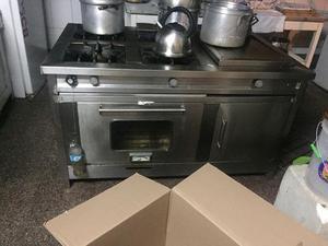 Cocina industrial con plancha y horno harmans posot class for Cocina 06 hornillas
