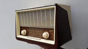 ANTIGUA RADIO GRAETZ MADE IN GERMANY DE VAQUELITA Y VALVULAS