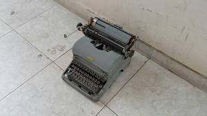 Antigua Maquina de Escribir Royal Made In Usa