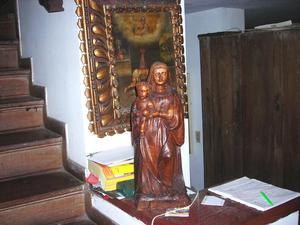 Escultura antigua en madera virgen con niño