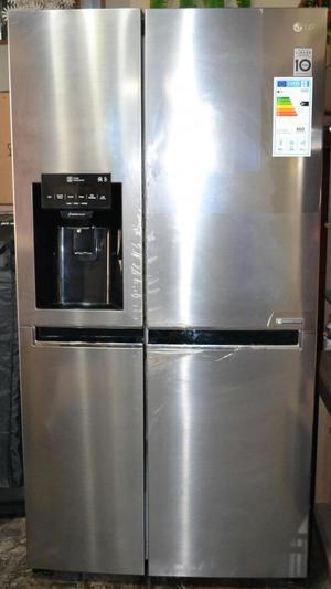 Refrigeradora LG de 601 Litros de capacidad. Muy poco uso.