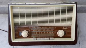 ANTIGUA RADIO GREATZ MADE IN GERMANY DE BAQUELITA