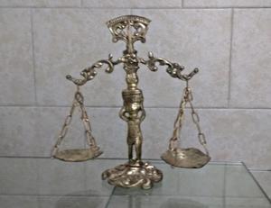 Antigua Balanza De La Justicia De Bronce