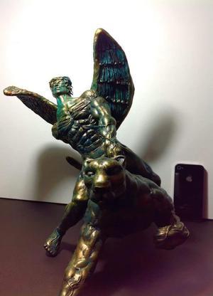 Escultura Angel sobre Un Puma