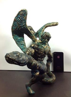 Escultura de Angel con Serpiente