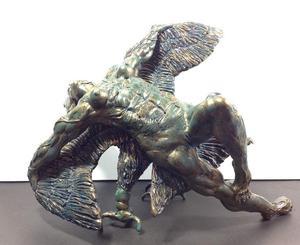 Escultura de Angel sobre Un Condor