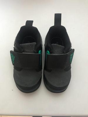 Se Venden Zapatillas Adidas Talla 22