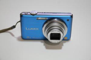 Camara digital Lumix Panasonic 14 MP 8x Zoom azul electrico