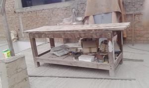 mesa de trabajo en venta. madera tornillo seca y en buen