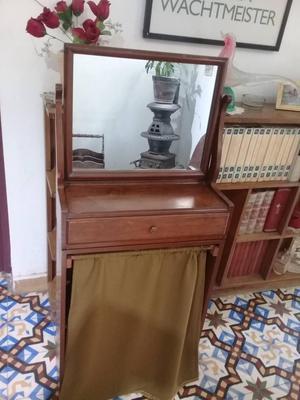Se vende tocador de caoba modelo exclusivo con espejo