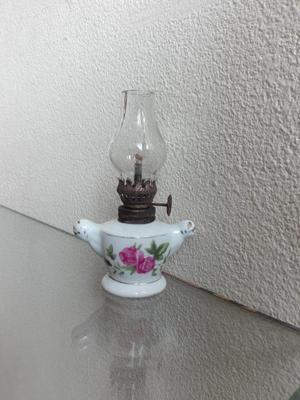 Antiguo Lamparin de Porcelana