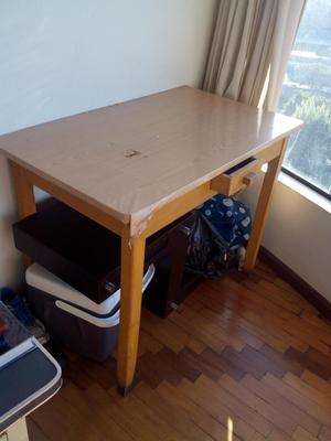 vendo mesa de madera en perfecto estado