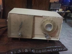 RADIO RELOJ ANTIGUO FUNCIONANDO