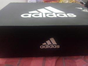 Zapatillas Semi Nuevas de Futbol Adidas originales talla 43
