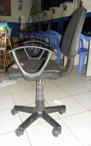 silla giratoria color negro con brazos