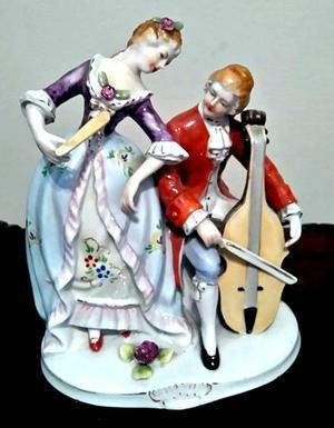 Adorno de porcelana figura pareja de franceses