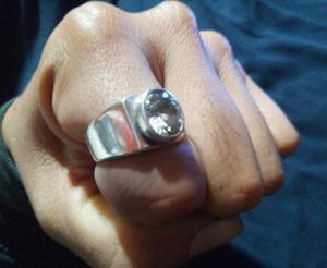 Elegante anillo de plata con piedra de zircon para caballero