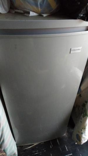 Refrigerador Electrolux Erd25g2hng Gris
