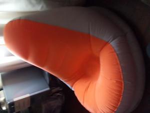 mueble super comodo y viene con puff para apoyar los pies