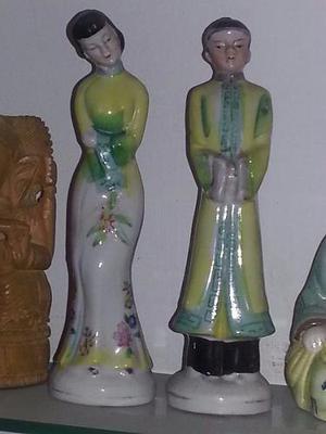 Antiguas Pequeñas Esculturas Chinas En Porcelana