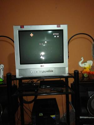 Tv LG de 21 mas mueble para tv