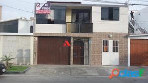Se Vende hermosa Casa de 3 pisos en Chorrillos - 00637