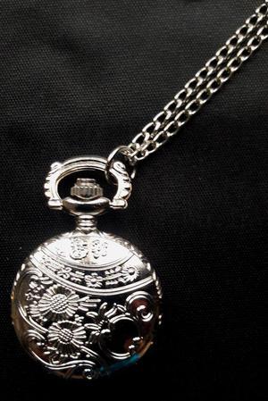 Reloj Collar plateado Nuevo
