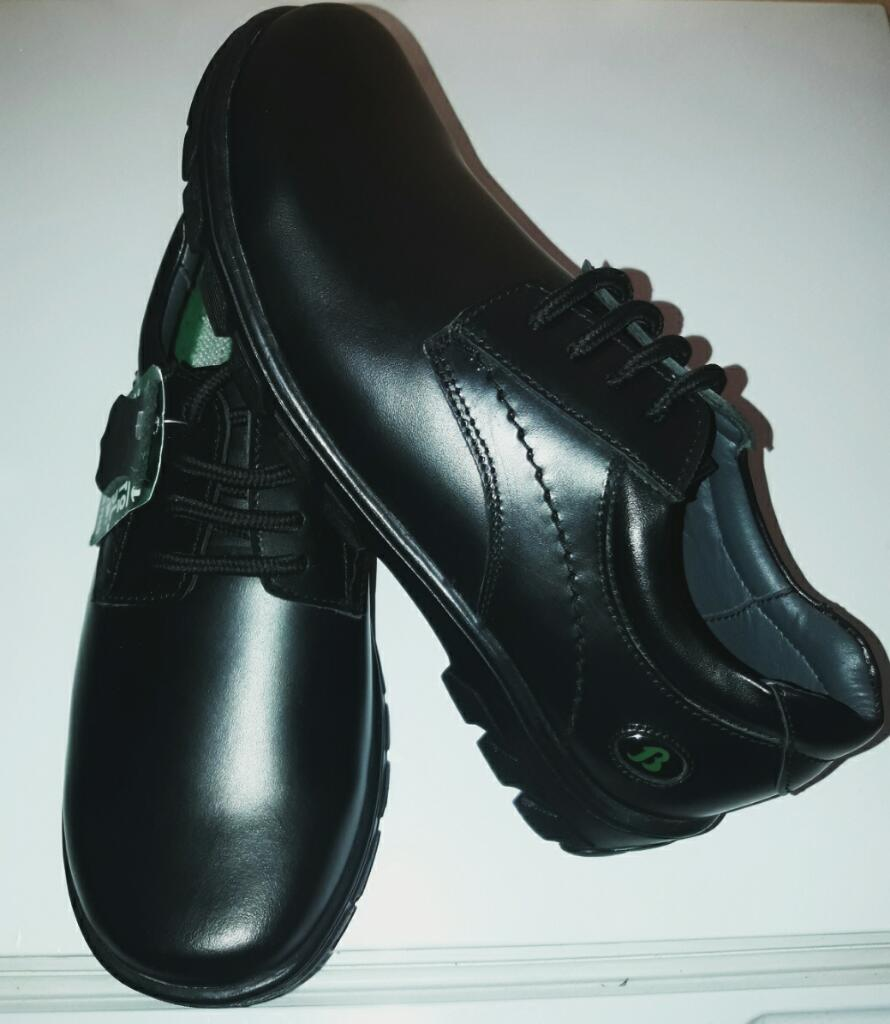 Zapatos Nuevos de Cuero Bata Talla 35