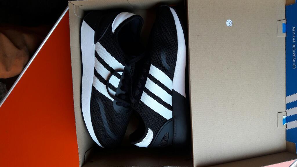 Vendo Zapatilla Adidas Nueva Original