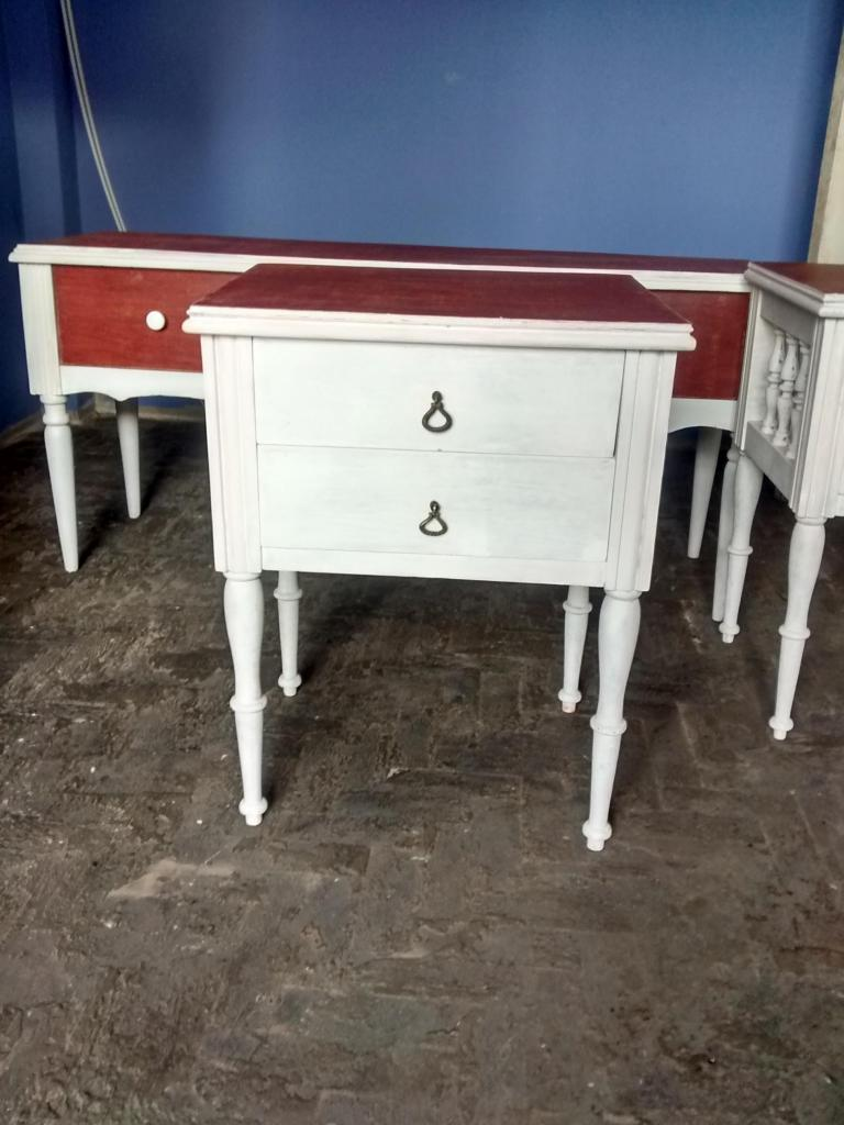 Mesa velador de madera cedro pintado con gloss blanco