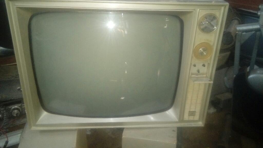 Antiguo Televisor Motorola a Tubos