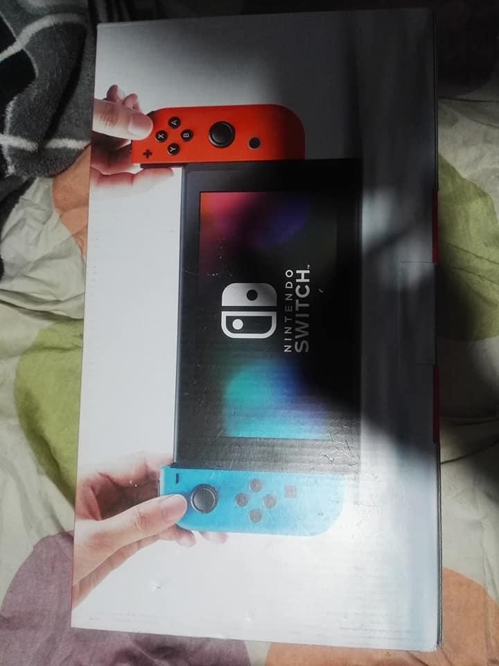vendo nintendo switch con 4 juegos..en caja