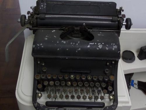 Antigua Maquina De Escribir Grande Funcional