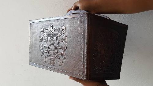 Antiguo Revistero Porta Revistas De Cuero Repujado