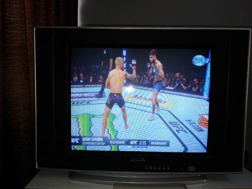 Televisor 21¨ Marca Kinze Con Control Remoto