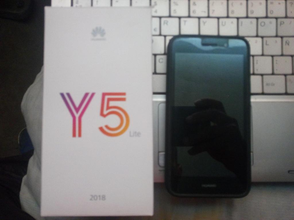 celular Huawei Y color negro con su caja