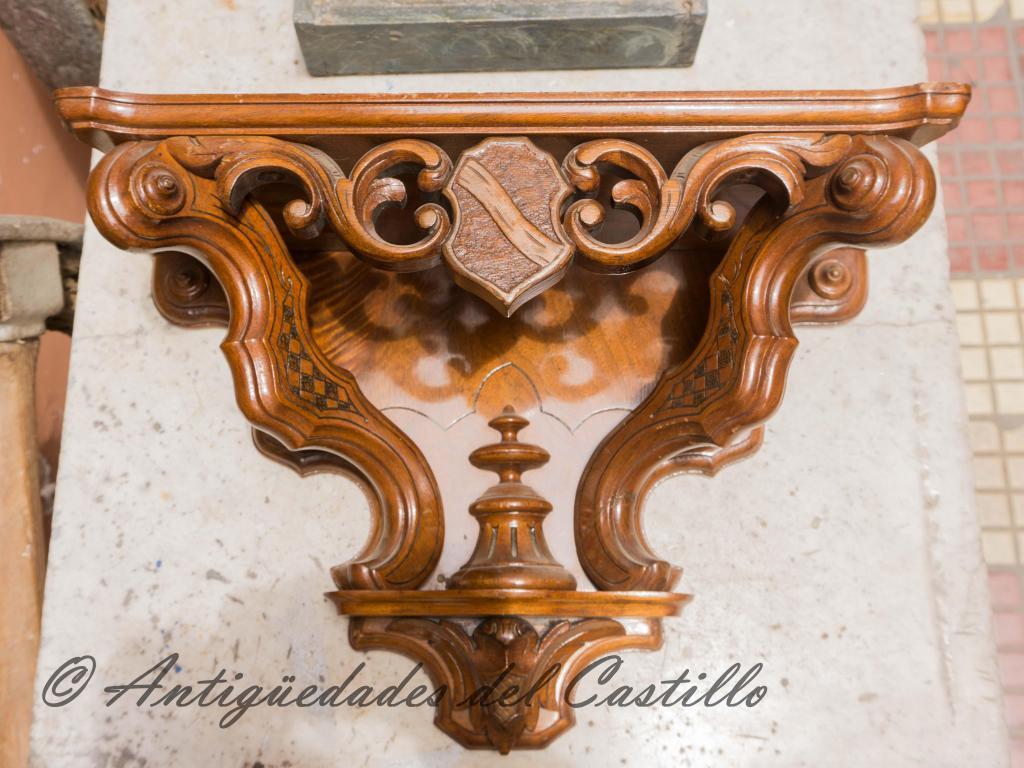 Repisa tallada En madera de cedro