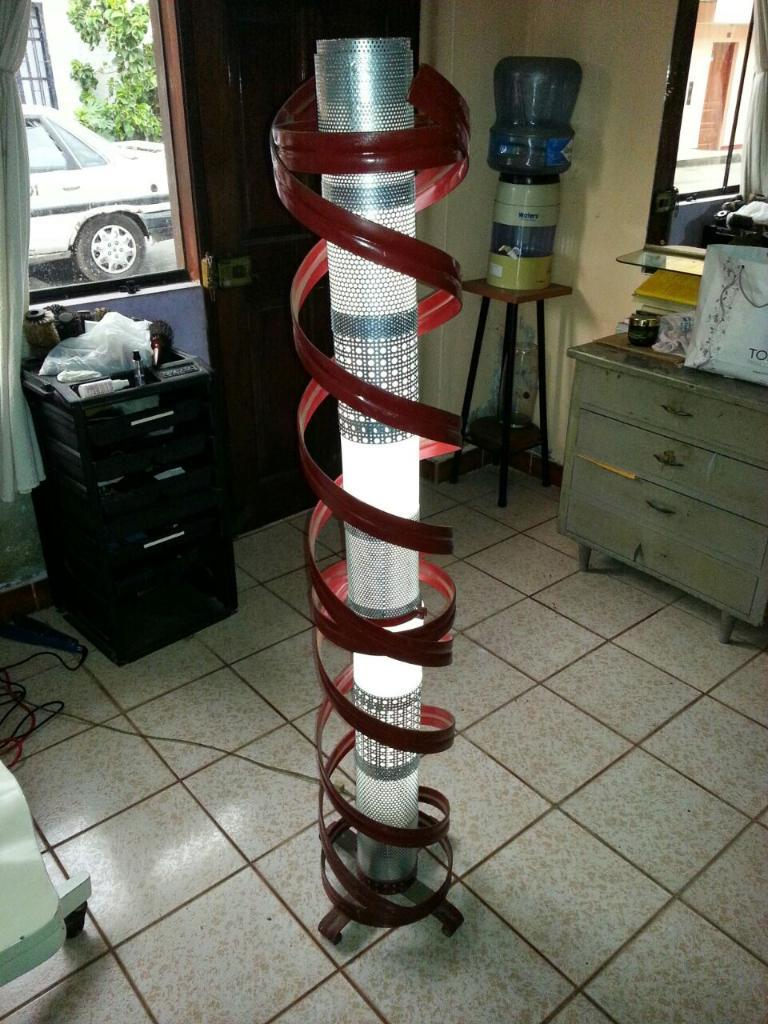 Antigua Lampara de Metal en Forma de Espiral