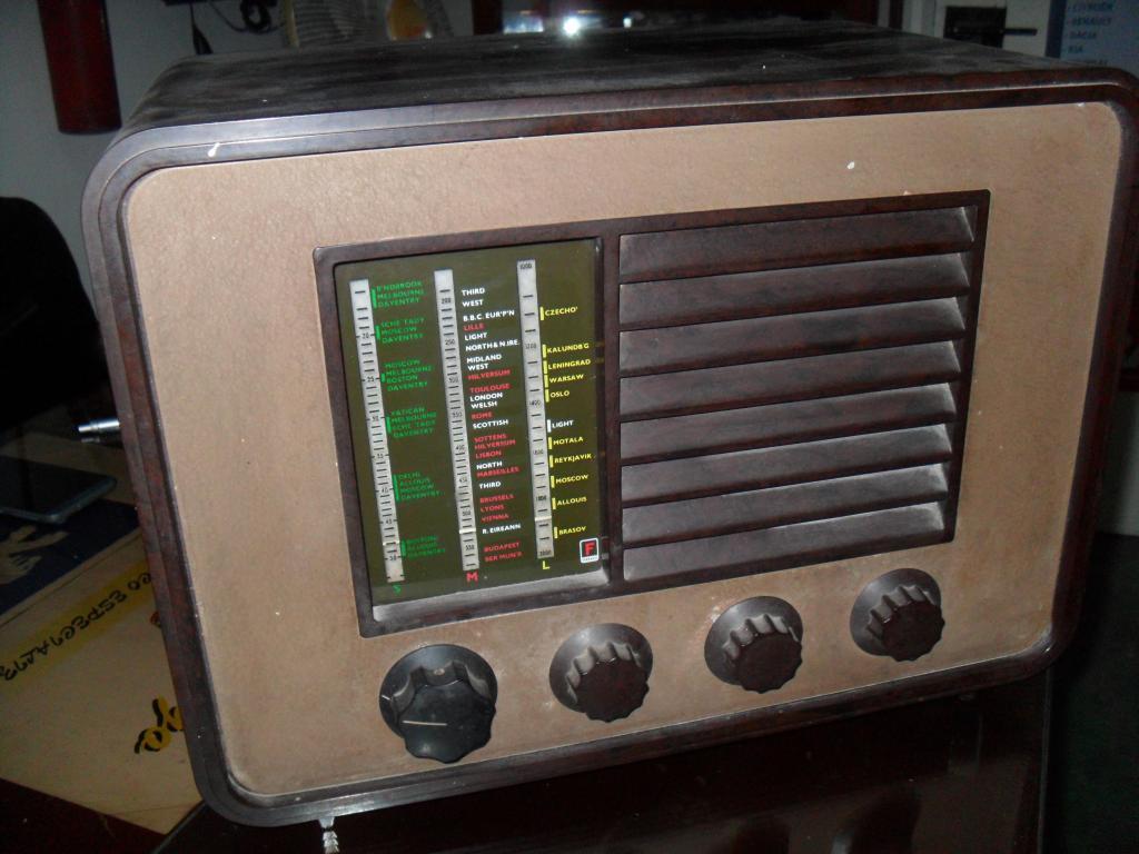 Antigua radio a tubos alemán