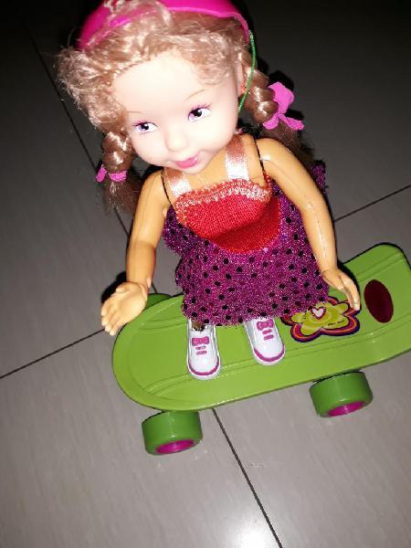 Muñeca en Patineta Mas Carrito Control