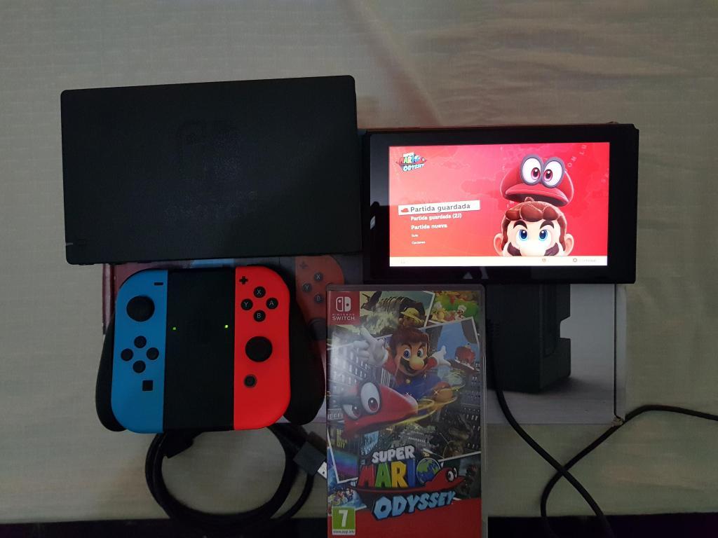 Vendo Nintendo Switch juego Super Mario Odyssey